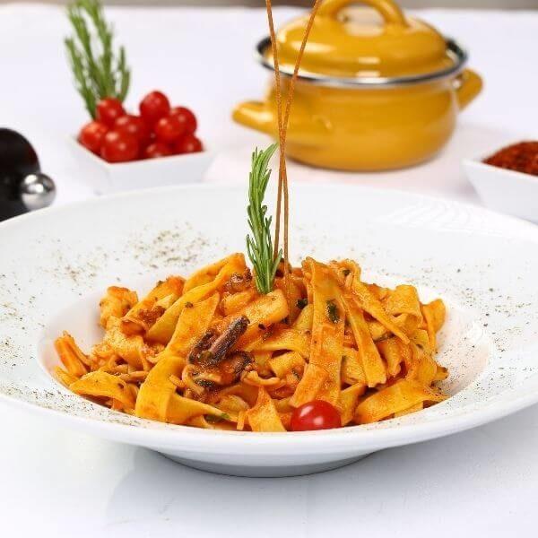 Tomato pasta with basil takeaway